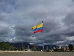 Bogotá_-_Bandera_de_Colombia_-_CAN